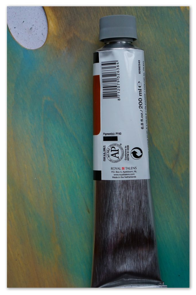 Image of the backside of a tube of Raw Sienna van Gogh oil paint